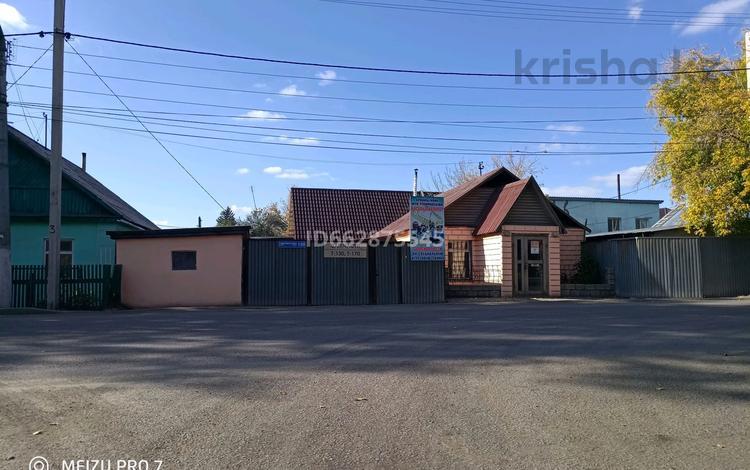 2-комнатный дом, 250 м², 6 сот., мкр Городской Аэропорт, Гудермеская 130 за 22 млн 〒 в Караганде, Казыбек би р-н