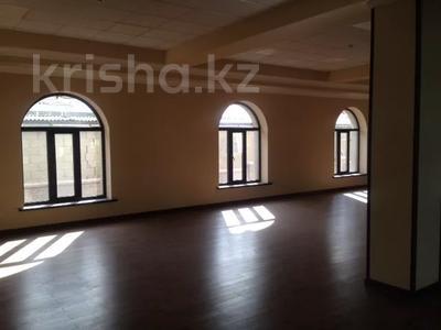Здание, Богенбай Батыра площадью 2500 м² за 4 500 〒 в Алматы, Медеуский р-н