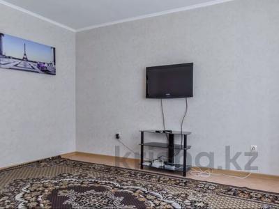 2-комнатная квартира, 60 м², 1/5 этаж посуточно, Астана 26 за 7 000 〒 в Уральске