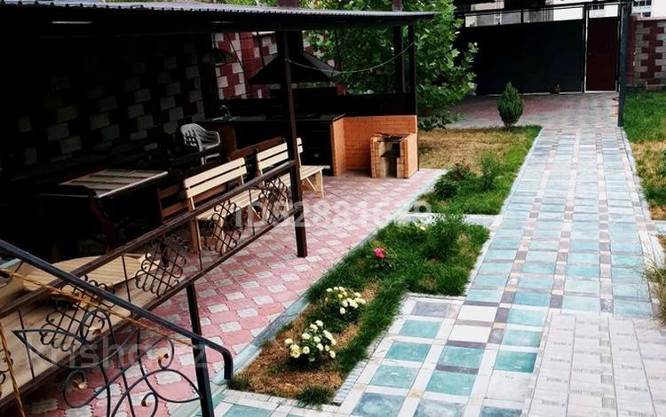 4-комнатный дом посуточно, 180 м², 8 сот., Шугыла 128 — Байтерекова за 50 000 〒 в Шымкенте, Каратауский р-н