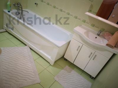 1-комнатная квартира, 35 м², 3/5 этаж по часам, Проспект- Назарбаева 3/2 за 2 000 〒 в Павлодаре