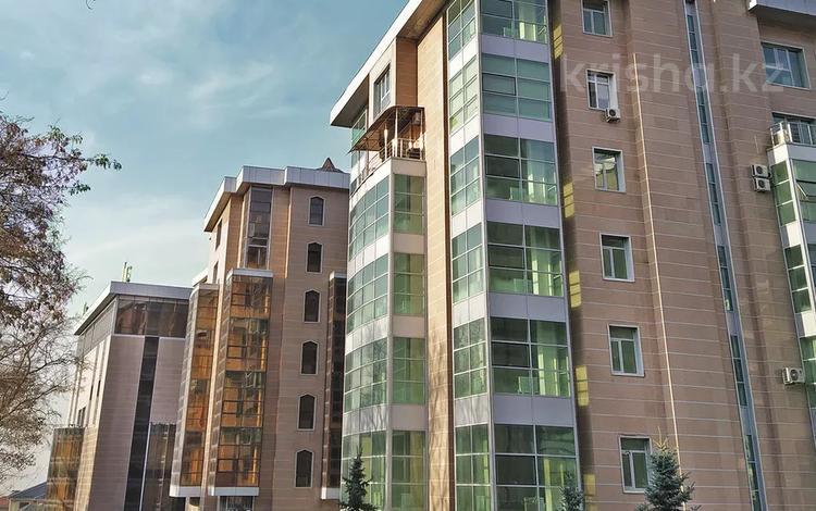2-комнатная квартира, 85.3 м², мкр Горный Гигант, Жамакаева 254/2 за ~ 48.6 млн 〒 в Алматы, Медеуский р-н