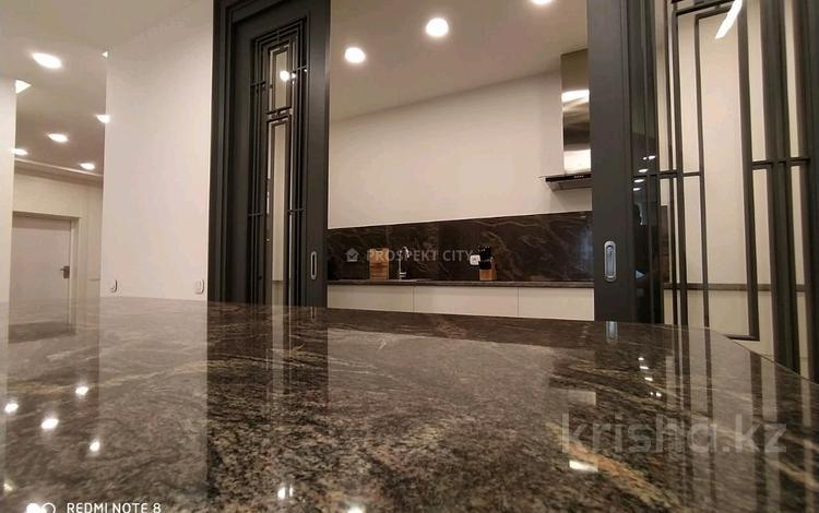 3-комнатная квартира, 140 м², 9/16 этаж помесячно, Назарбаева 223 — Аль Фараби за 860 000 〒 в Алматы, Медеуский р-н