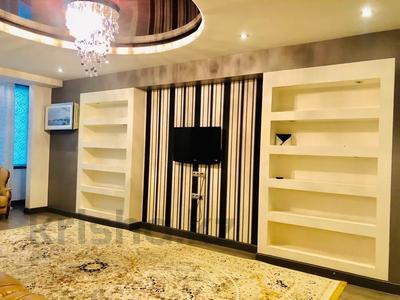 2-комнатная квартира, 93 м², 6/18 этаж посуточно, Курмангазы — Муканова за 15 000 〒 в Алматы, Алмалинский р-н