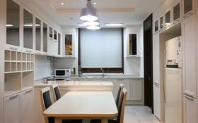 4-комнатная квартира, 138 м², 11/25 этаж помесячно, Кабанбай батыра 43 — Керей Жанибек за 320 000 〒 в Нур-Султане (Астана), Есиль р-н