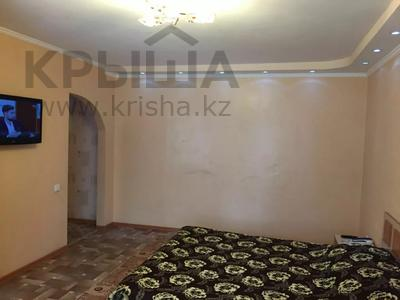 1-комнатная квартира, 34 м², 2/5 этаж по часам, Абая 164 за 700 〒 в Костанае