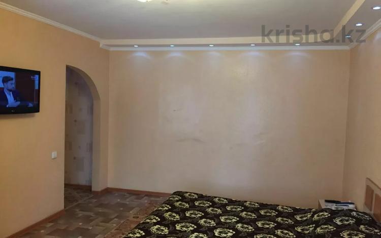 1-комнатная квартира, 34 м², 2/5 этаж по часам, Абая 164 — ЦУМ,ТРЦ МАРТ. за 700 〒 в Костанае