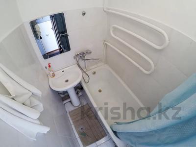3-комнатная квартира, 65 м², 3 этаж посуточно, Жансугурова 71 за 9 000 〒 в Талдыкоргане — фото 7