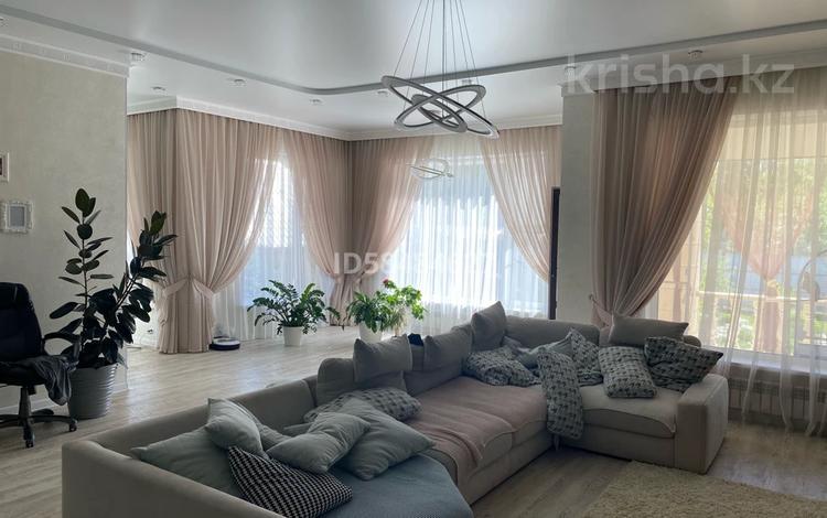 6-комнатный дом, 600 м², 15 сот., Самал за 250 млн 〒 в Западно-Казахстанской обл.
