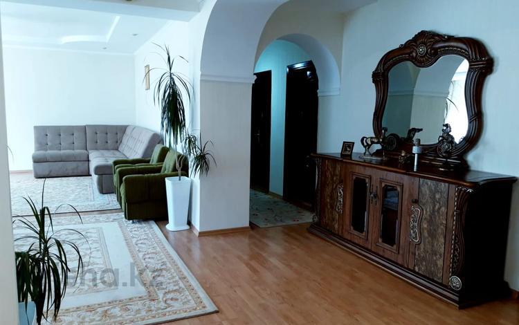 5-комнатный дом помесячно, 165 м², 10 сот., мкр Мамыр-4, Абая — Бауыржана Момышулы за 600 000 〒 в Алматы, Ауэзовский р-н