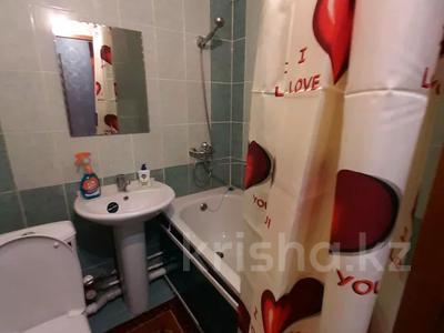 1-комнатная квартира, 33 м², 3/5 этаж посуточно, Бауыржан Момышулы (Строительная) 42 за 6 000 〒 в Экибастузе — фото 12