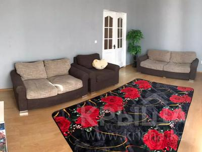 2-комнатная квартира, 72 м², 5/5 этаж посуточно, Курмангазы 5 за 7 000 〒 в Атырау — фото 2