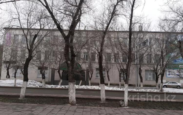 Здание, площадью 2020 м², Ленина 11 — Ерубаева за 690 млн 〒 в Караганде, Казыбек би р-н