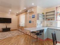 1-комнатная квартира, 37 м², 2 этаж посуточно, Исенова за 12 000 〒 в Атырау