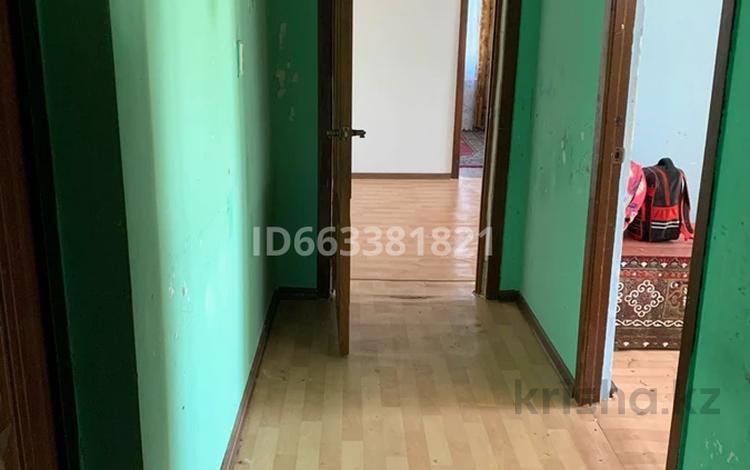 4-комнатная квартира, 61 м², 5/5 этаж, Есет Батыра за 9 млн 〒 в Актобе, мкр 5