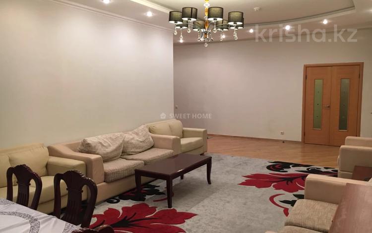 3-комнатная квартира, 150 м², 17/20 этаж помесячно, мкр Самал, Достык 160 за 500 000 〒 в Алматы, Медеуский р-н