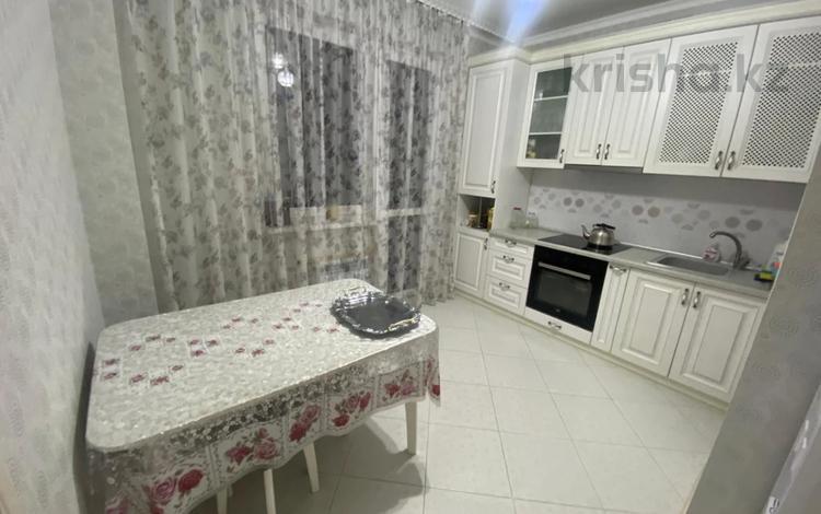 2-комнатная квартира, 56 м², 7/12 этаж, мкр Жетысу-1 28а за 30 млн 〒 в Алматы, Ауэзовский р-н