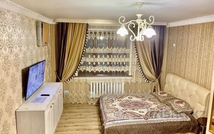 1-комнатная квартира, 50 м², 1/9 этаж по часам, Иманбаева 5 б — Иманова за 1 000 〒 в Нур-Султане (Астане), Алматы р-н