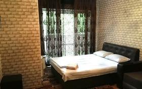 1-комнатная квартира, 42 м², 3/4 этаж посуточно, Туркестанская 2/4А — Байтурсынова за 8 000 〒 в Шымкенте, Аль-Фарабийский р-н
