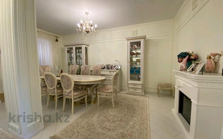 4-комнатная квартира, 100 м², 3/3 этаж, проспект Кабанбай Батыра за 36 млн 〒 в Нур-Султане (Астана), Есиль р-н