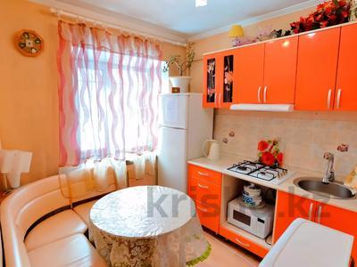 1-комнатная квартира, 32 м², 1 этаж помесячно, 6 микрорайон 2 — Привокзальная за 60 000 〒 в Караганде, Казыбек би р-н — фото 3