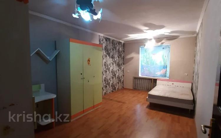 3-комнатная квартира, 65 м², 2/5 этаж, мкр Аксай-2, Мкр Аксай-2 — Саина за 20.4 млн 〒 в Алматы, Ауэзовский р-н