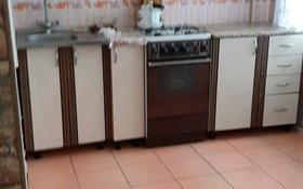 1-комнатная квартира, 40 м², 1/5 этаж, 2-й микрорайон 17 за 4 млн 〒 в Лисаковске