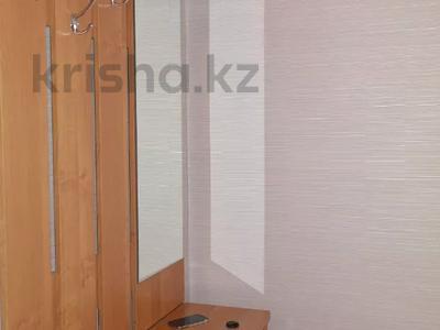 1-комнатная квартира, 38 м², 3/4 этаж посуточно, Пл Ушанова Космическая 9 за 6 000 〒 в Усть-Каменогорске — фото 6