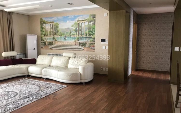 4-комнатная квартира, 200 м², 10/17 этаж помесячно, Байтурсынова 3 за 550 000 〒 в Нур-Султане (Астана), р-н Байконур