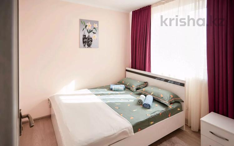 2-комнатная квартира, 50 м², 2/4 этаж посуточно, мкр Акбулак, Сарытогай 19 за 10 000 〒 в Алматы, Алатауский р-н