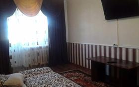 2-комнатная квартира, 50 м², 4/5 этаж посуточно, Азаттык 46а за 7 000 〒 в Атырау