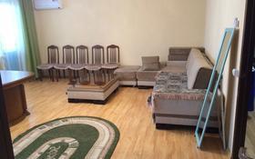 3-комнатная квартира, 88 м², 1/5 этаж помесячно, 10 мкр 12 за 200 000 〒 в Аксае