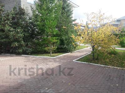 8-комнатный дом помесячно, 500 м², 15 сот., Туран за 1.9 млн 〒 в Нур-Султане (Астана), Есиль р-н — фото 8