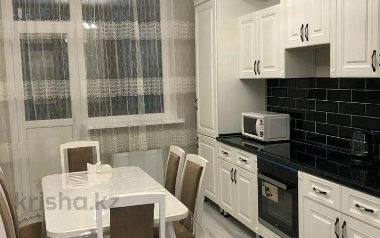 3-комнатная квартира, 120 м², 5/14 этаж помесячно, Туран 37/17 за 200 000 〒 в Нур-Султане (Астана), Есиль р-н