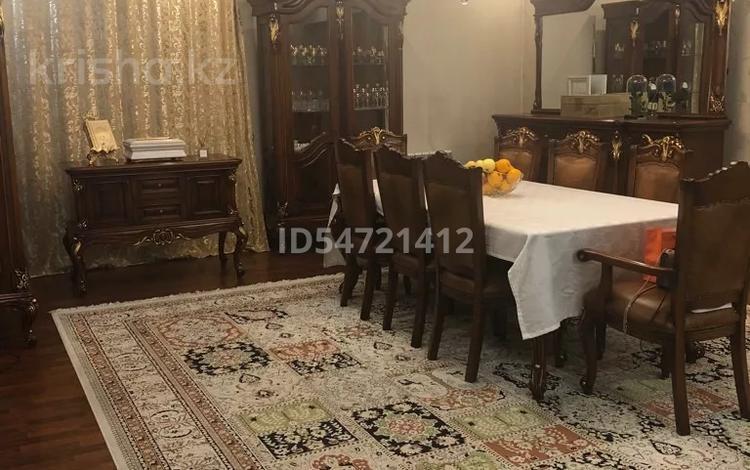 6-комнатный дом, 408 м², 11 сот., мкр Городской Аэропорт 5 за 123 млн 〒 в Караганде, Казыбек би р-н