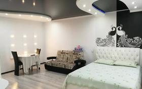 1-комнатная квартира, 32 м², 2/5 этаж по часам, Ержанова 4 — Бухар жырау за 1 500 〒 в Караганде, Казыбек би р-н