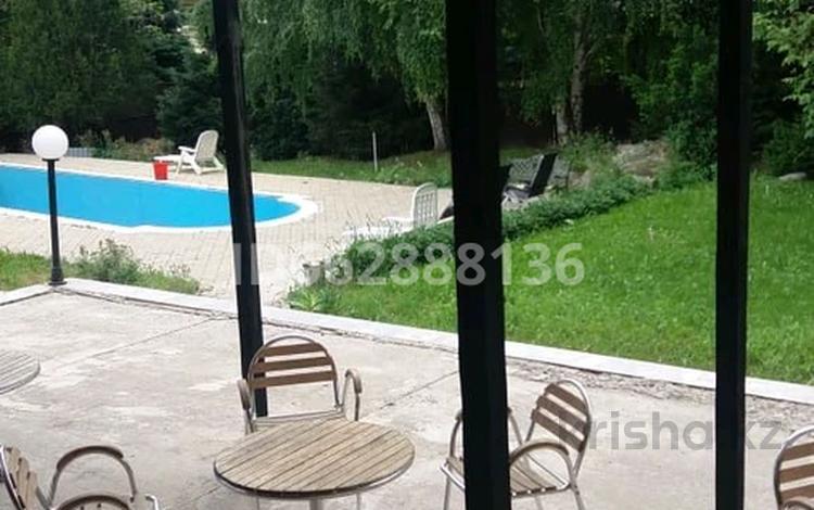 5-комнатный дом посуточно, 300 м², мкр Хан Тенгри 115 за 50 000 〒 в Алматы, Бостандыкский р-н