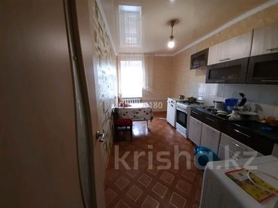 4-комнатная квартира, 73 м², 5/5 этаж помесячно, Ескалиева 146 — Сарайшык за 85 000 〒 в Уральске