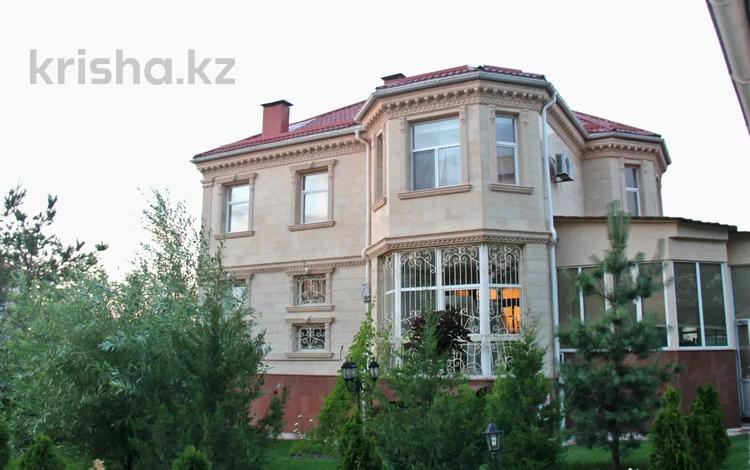 7-комнатный дом поквартально, 500 м², 20.38 сот., Достык 316 за 2.2 млн 〒 в Алматы, Медеуский р-н