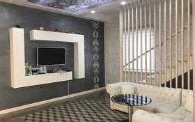 7-комнатный дом помесячно, 350 м², 5 сот., Дулати — проспект Аль-Фараби за 1 млн 〒 в Алматы, Медеуский р-н