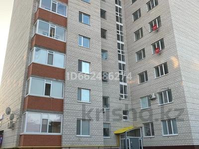 3-комнатная квартира, 92 м², 2/10 этаж, Есет-батыра 106а за 19.5 млн 〒 в Актобе