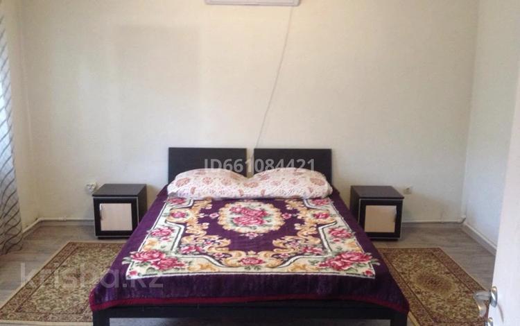 3-комнатный дом помесячно, 75 м², Толе би — Каирбекова за 150 000 〒 в Алматы, Медеуский р-н