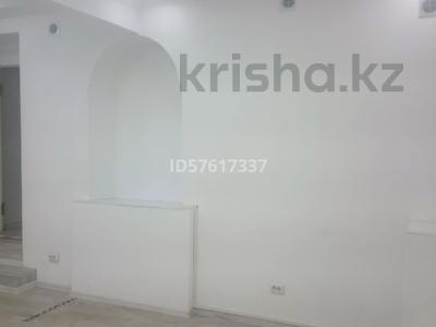Бутик площадью 45 м², Кабанбай Батыра 122 — Пр. Желтоксан за 250 000 〒 в Алматы, Алмалинский р-н — фото 3
