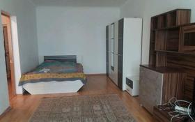 3-комнатная квартира, 50 м², 3/5 этаж посуточно, мкр. Алмагуль за 5 000 〒 в Атырау, мкр. Алмагуль