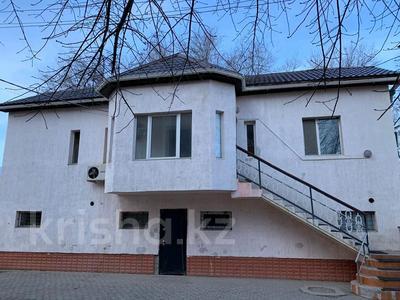 8-комнатный дом, 450 м², 9 сот., Микр.Самал 2 за 130 млн 〒 в Атырауской обл.