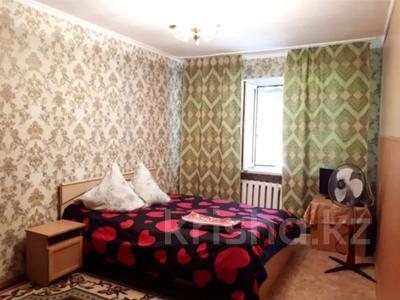 1-комнатная квартира, 60 м², 1/5 этаж посуточно, Чайковского 7 — 50 за 5 000 〒 в