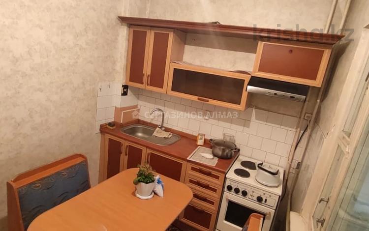 1-комнатная квартира, 40 м², 1/5 этаж, мкр Аксай-2, Мкр Аксай-2 36 за 15.3 млн 〒 в Алматы, Ауэзовский р-н