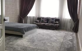 1-комнатная квартира, 50 м², 3/5 этаж посуточно, мкр. Батыс-2, Батыс-2 9/5к1 за 10 000 〒 в Актобе, мкр. Батыс-2