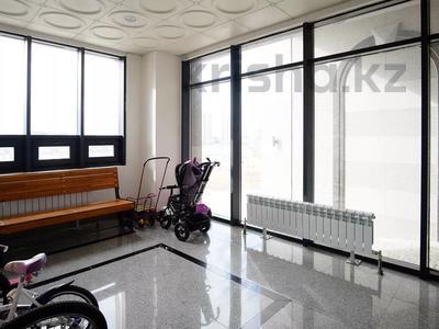4-комнатная квартира, 110 м², 16/22 этаж, проспект Кабанбай Батыра за 53 млн 〒 в Нур-Султане (Астана), Есиль р-н — фото 12