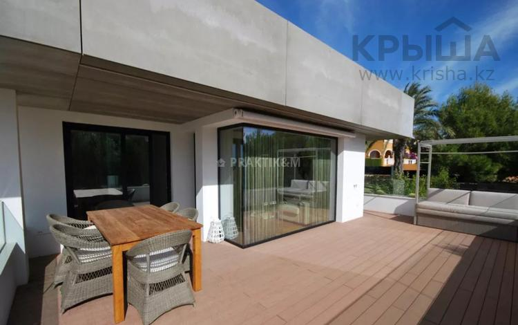 4-комнатная квартира, 179 м², 2/3 этаж, Benitatxell, Carrer la Mar 44 за ~ 171.6 млн 〒 в Аликанте